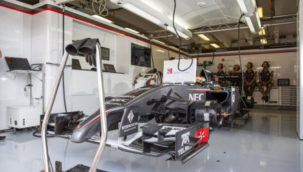 Sauber_F1_Team-Garage-Hungarian_GP-2014.jpg