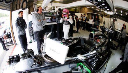 Belgian_GP-2014-McLaren-Garage.jpg