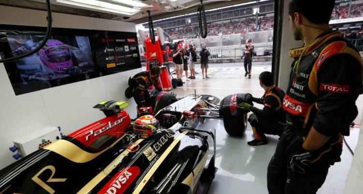 Lotus_Garage-Hungarian_GP-2014.jpg