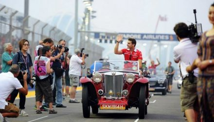 Jules_Bianchi-Drivers-Parade-Singapore.jpg