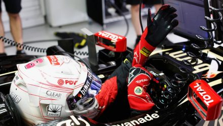 Romain_Grosjean-Russian_GP-2014-Lotus_Garage.jpg
