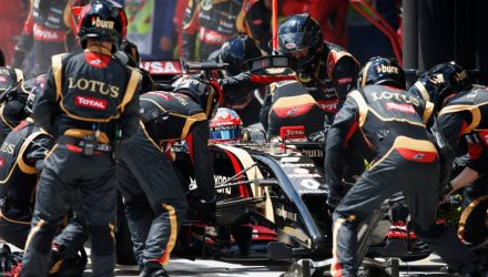 Lotus_F1_Team-Brazilian_GP-2014-PitStop.jpg