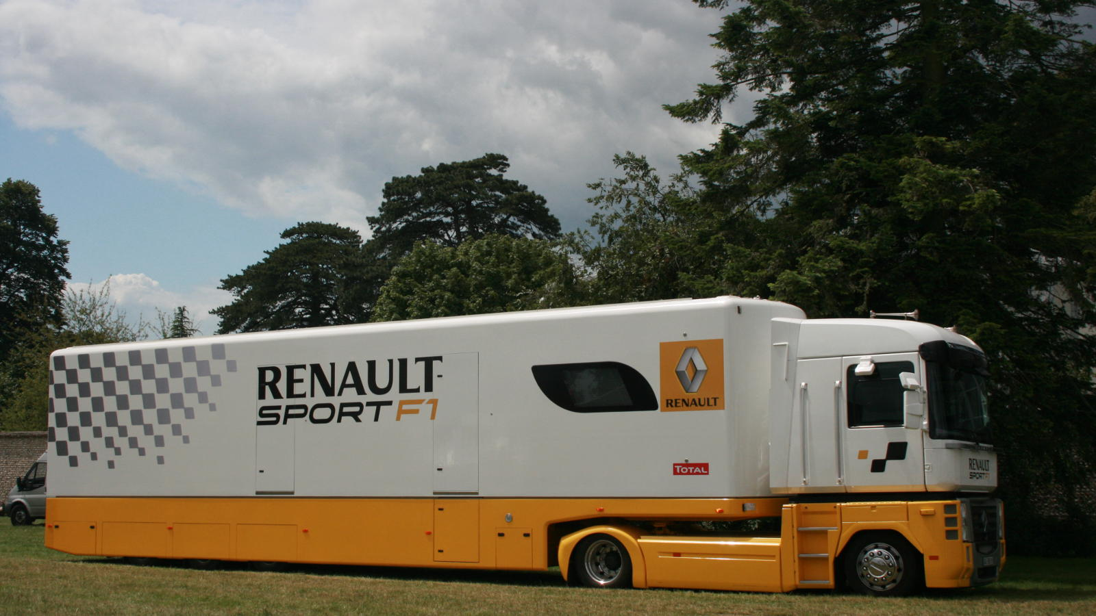 renault poised to sign lotus purchase 39 option 39 the f1 news. Black Bedroom Furniture Sets. Home Design Ideas